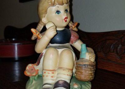 LARGE Vintage JAPAN Hummel-Look Girl eating lunch Figurine, Sitting Farmer girl Porcelain Statue, Matte Glaze