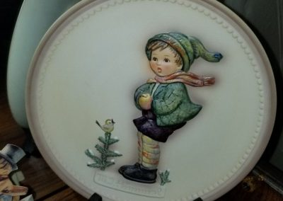 Goebel Collector Plate - It's Cold - Hum 735 1989 Fourth Edition