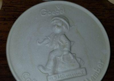 "Goebel Hummel Collectors' Club 4"" Member Plaque Round Medallion Disc 1976"